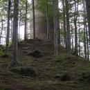 A pak už vzhůru na hrad, ze kterého zůstala v podstatě jen tato věž