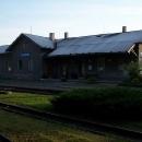Osoblažské nádraží je momentálně opuštěné. Chvíli si pohráváme s myšlenkou zde nocovat, ale nakonec jedeme raději někam, kde bude víc klidu