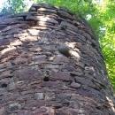 Zazděná dělová koule na Fulštejně. Památka na časy dobývání hradu.
