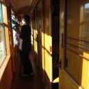 Jaké překvapení! Vlak táhne historické vagónky!