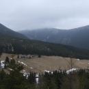 Sněžka se při pohledu z Modrého dolu cudně halí do mraků