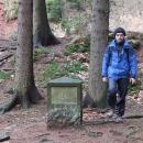 I v lese míjíme památku na rod Bartoňů, rod, který ovlivnil dějiny Nového Města