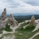 Zbytky Čachtického hradu a výhledy na Velkou Javorinu v Bílých Karpatech