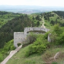 Výhledy z hradu směrem do Pováží a na přístupovou cestu
