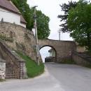 Brána součástí opevnění kostela v Čachticích