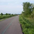 Blížíme se k Piešťanům, cyklostezka objíždí vodní nádrž Sľňava