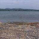 Vodní nádrž Slňava, za ní kopce Povážského Inovce
