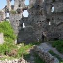 Na Topolčianském hradě, je zde spousta archeologů a něco tu kutají