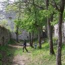 Rychloprohlídka Dobrovodského hradu, Šárka dole spí v kočárku