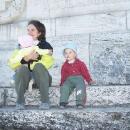 Markéta s dětmi na mohyle, ukrytí v závětří