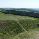 Zbytky hradu Branč - zdi paláce nebo opevnění?