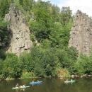 Úsek Loket - Karlovy Vary patří k vyhlášeným úsekům na Ohři, jak mezi cyklisty, tak mezi vodáky.