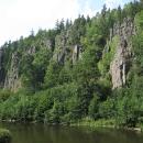 Bodejť by ne! Svatošské skály, chráněný přírodní útvar, jsou krásně vidět právě od řeky!