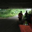 Šipka stezky nás vede opět k řece a pod most! Tady zůstaneme, dál nejedu!