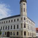 Radnice tvoří dominantu náměstí v Klášterci nad Ohří