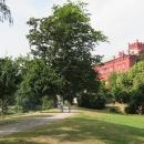 Klášterec opouštíme kolem zámku a cyklotrasa vede skrz zámecký park
