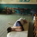Po obědě se můžeme natáhnout a odpočívat ve zdejším lokálu. Luděk toho využil doslova! Je vedro na padnutí.