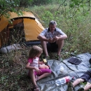 Dlouho hledáme v polosuchém lese rovný plácek na poslední nocleh