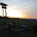 Se zapadajícím sluncem dobýváme podhlednu na kopci nad Svinnou