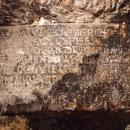 Nápis v chodbách pod vsí Seredně z dob tureckých nájezdů