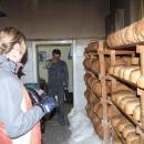 V místní pekárně kupujeme chleba