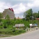 Jak pěst na oko působí stavba hotelu ve zdejší krajině
