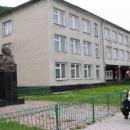 Jedeme do školy do muzea Ivana Olbrachta (sochu má před školou)