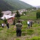 Takhle vypadá koločavský hřbitov, když přijede autobus Čechů pátrat po Nikolovi Šuhajovi