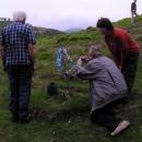 Prostý hrob Nikoli Šuhaje obležený českými turisty