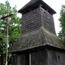 Dřevěná zvonice do níž se dalo vlézt až ke zvonům