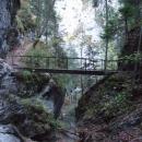 Mostek nad Obrovským vodopádem v roklině Kyseľ