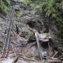 Další z mnoha žebříků podél vodopádu v Suché Belé