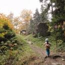 Víťa nadšeně dobývá hrad Štamberk
