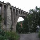 Dorazili jsme pod Stránovský železniční viadukt