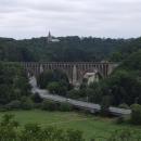 Ze Starého Stránova je pěkný výhled jak na viadukt tak na další památku Nový Stránov