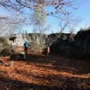 Sobotní výlet zahajujeme ranním výstupem na Fort Karola, pozůstatky malé vojenské pevnosti.