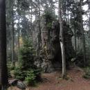 Děti se zase těší na bludiště, ale už tu nic takového není. Les je však plný tajemných skal ...