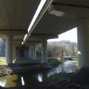 Podjíždíme dálnici u řeky Blanice