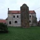 Torzo gotického kláštera v Klášterní Skalici. Ach ti husiti.