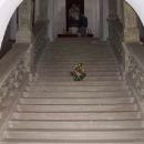 Schody v kapli úplně na vrcholku kopce na kterém hrad stojí