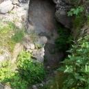Jeden ze vstupů do chodeb pod Potštejnem - hledáním tajného pokladu se narušila statika hradu