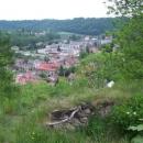 Výhled z hradu na město a dráhu. Hradní páni asi pendolína jezdit neviděli