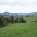 Krajina u Písečné (ten špičatý kopec je hradní kopec Žampach)