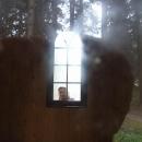 A tak se Míla zjevila v okně kaple