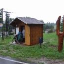 Počasí nezklamalo, déšť přečkáváme ve stylové autobusové zastávce