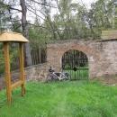 Náhodou nalézáme židovský hřbitov v lese u Radobylu