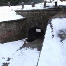 Ústí štoly z protržené přehrady na Bílé Desné do sousední přehrady Souš
