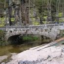 Na kamenném mostku v Nebákově