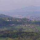 Výhled z Trosek na Hrubou Skálu a Turnov – v pozadí Ještěd