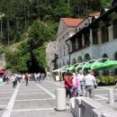 Postojna jama - jeskynní fabrika na turisty (ale pěkná)